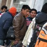 En Bolivia hacen colas por visas para España