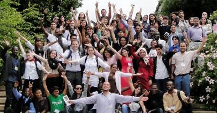 UNAOC y EF Education invitan a 100 personas de todo el mundo a reunirse para participar en 7 días de seminarios en TarryTown, Nueva York.