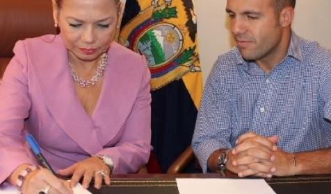 La Embajada ecuatoriana firma un convenio para el desarrollo de jóvenes migrantes en España