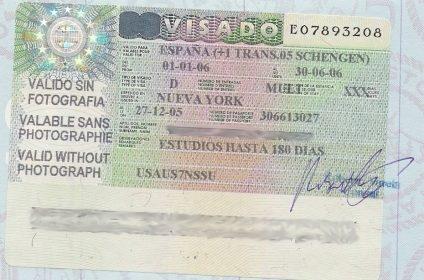 La entrada a España de colombianos y peruanos familiares de españoles después de la supresión del visado