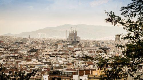 Barcelona expedirá una «Tarjeta de Vecindad» para inmigrantes irregulares