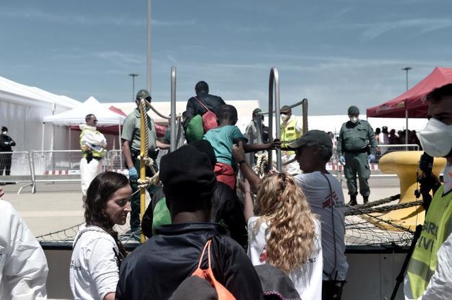 Los migrantes del Aquarius reciben un permiso especial de 45 días