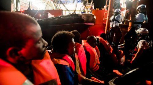 El Gobierno concederá el estatus de refugiados a los migrantes del Aquarius