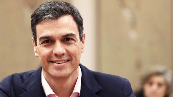 ¿Podría Pedro Sánchez dar un permiso de residencia a todos los inmigrantes irregulares en España?