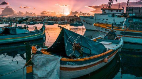 Pesca marítima y autorización de residencia y trabajo para extranjeros